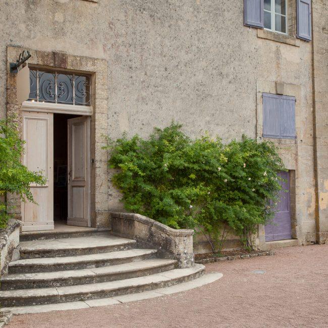 Marqueyssac Chateau blue shutters lauze stone